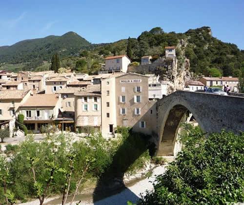 Nyons en Drôme Provençale